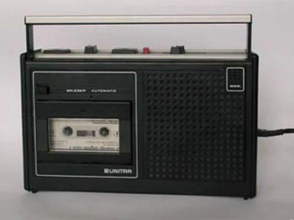2853510-radio2